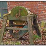 Antieke handbediende slijpsteen